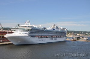 Star Princess in Gdynia (taken with Nikon D90)