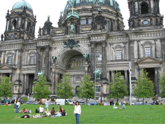 The people at the Berlin Cathedral