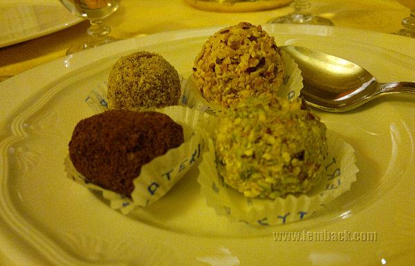 gelato balls in Sicily