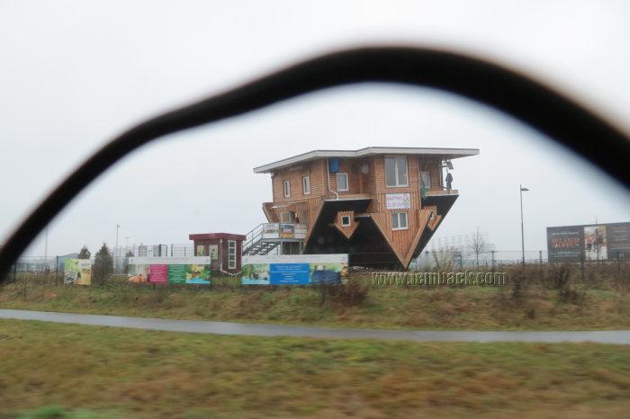 upside-down-house_03